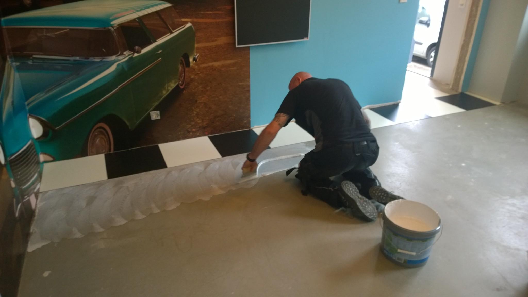Fußbodenbelag Fliesenoptik ~ Vinyl bodenbelag fliesenoptik im küchenbereich lang bodendesign
