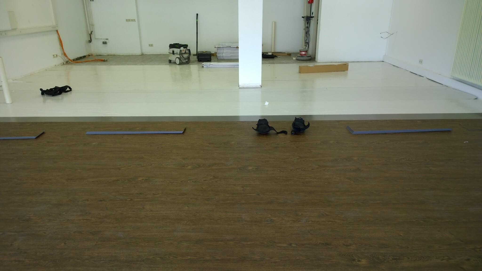 vinylboden in holzoptik f r den objektbereich lang. Black Bedroom Furniture Sets. Home Design Ideas